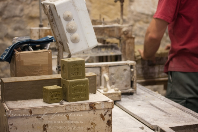 Marius Fabre soap factory - The big soap blocks are cut into shape